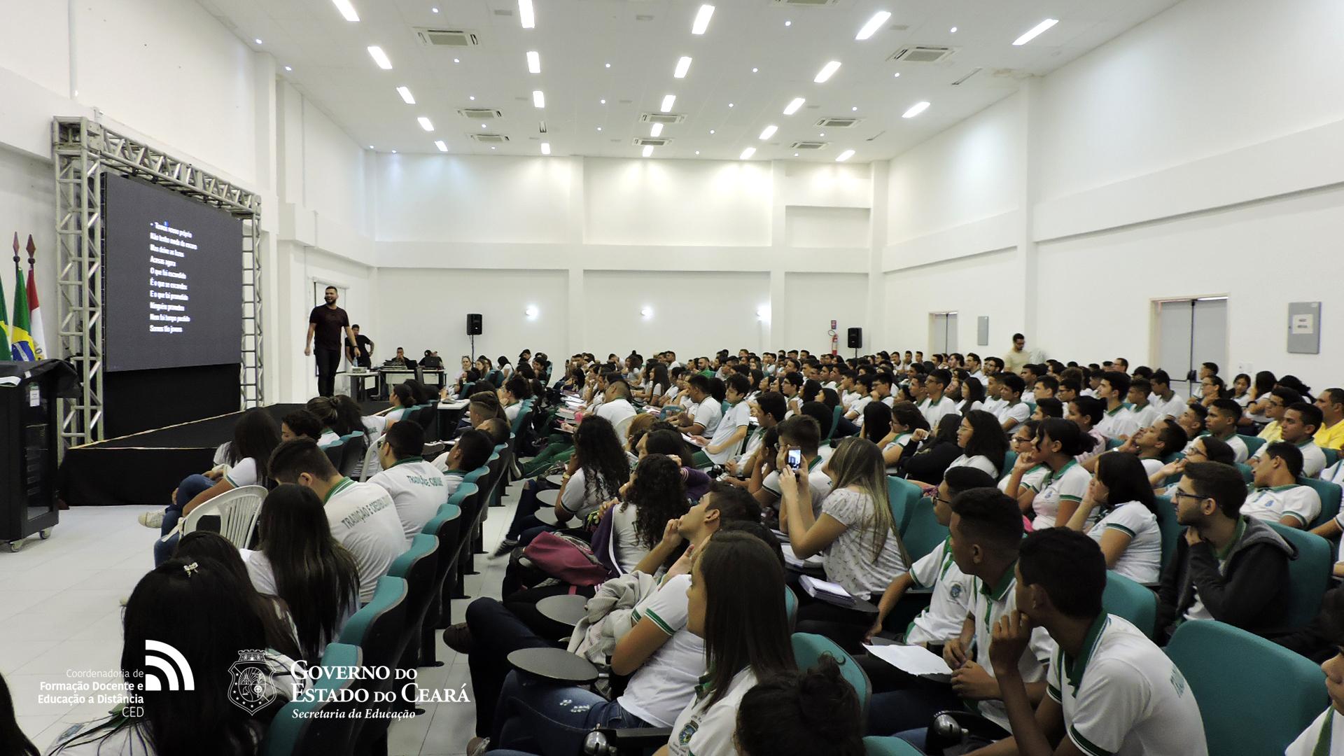 Alunos da rede estadual participam do ENEM MIX na CODED/CED